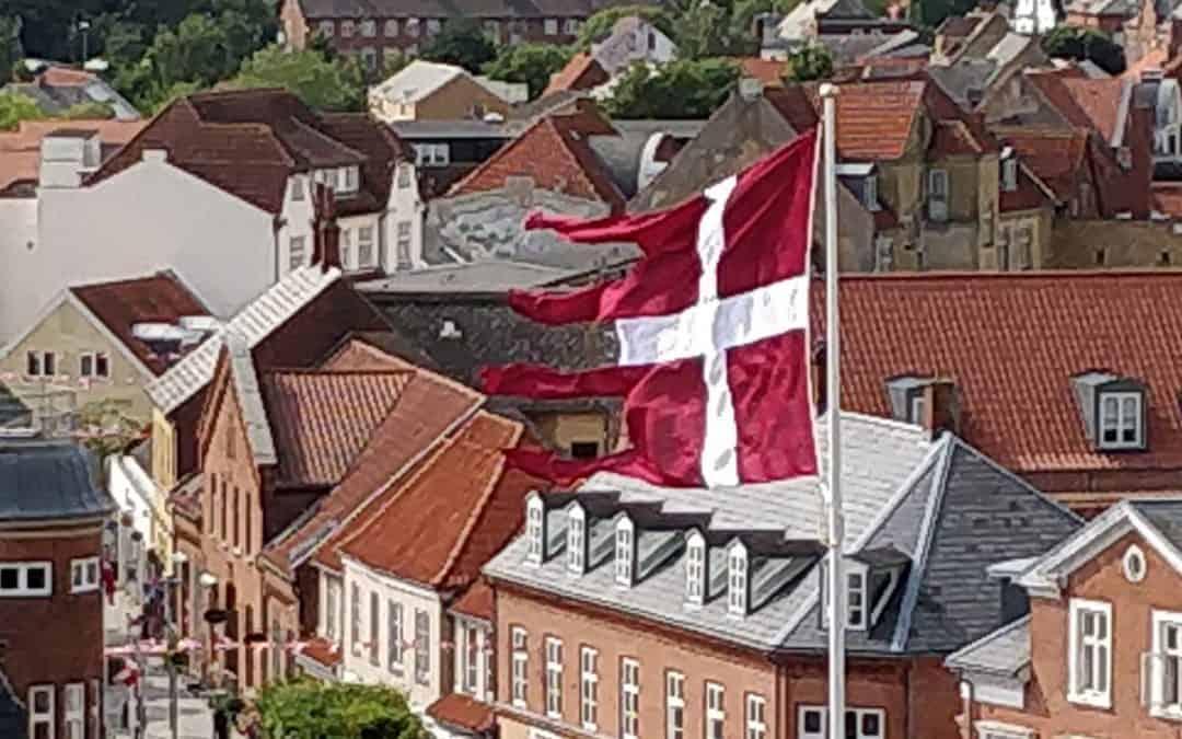 """DR programmet """"Jim og Ghita"""" besøger Danmarks Borgcenter i Vordingborg og ser bl.a. på Dannebrog – se med d. 13. oktober på DR 2 eller som stream"""